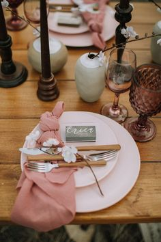 Image 7 - Mountain Elopement Inspiration – Colorado in Styled Shoots.