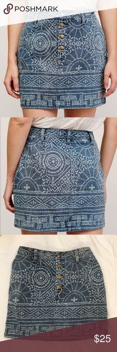 """Free people school daze denim skirt size 0 Worn less than 10 times, includes pockets  no signs of significant wear other than having been washed  (For reference I am 5'3"""", 115 lb and size 0-2 (fits like a 0) Free People Skirts Mini"""