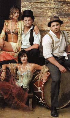 """Friends"" cast members Jennifer Aniston, Matthew Perry, Courteney Cox (front, on ground) and Matt Leblanc, photographed by Annie Leibovitz September 2002 for Vanity Fair's 2003 Hollywood issue. Best Portrait Photographers, Famous Portraits, Portrait Photography, Annie Leibovitz Photos, Annie Leibovitz Photography, Friends Cafe, Friends Tv, Matthew Perry, Jennifer Aniston"