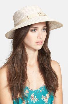 €155, Chapeau de paille beige Eric Javits. De Nordstrom. Cliquez ici pour plus d'informations: https://lookastic.com/women/shop_items/152937/redirect