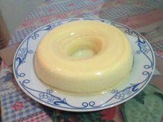 19 colheres (sopa) de leite em pó  - 12 colheres ( sopa) de açúcar  - 1 1/2 copo (americano) de água  - 4 ovos  - Calda:  - 2 colheres (café) de açúcar  - 2 colheres (chá) de água  -