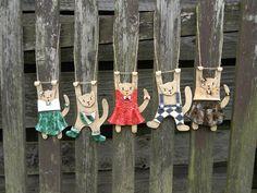 Keramický kocour na zavěšení / Zboží prodejce DoRa | Fler.cz Ceramic Animals, Ceramic Art, 3d Art Projects, Cat Fence, Hand Built Pottery, Fire Art, Paper Clay, Clay Creations, Cat Art