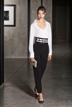 Sfilata Giorgio Armani Milano - Pre-collezioni Primavera Estate 2018 - Vogue