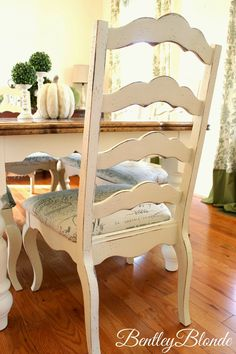 Dining Table & Chairs Makeover using Chalk Paint® decorative paint by Annie Sloan | By The Bentley Blonde