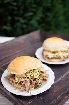 Pulled Pork Burger mit Krautsalat
