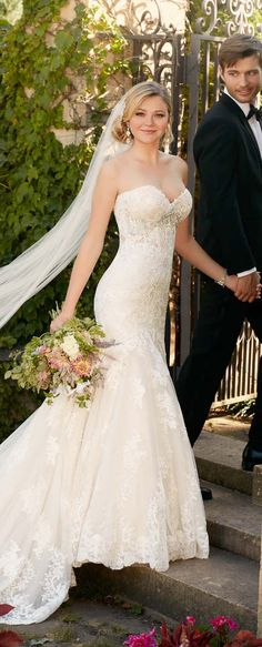 When it comes to the most romantic of necklines for bridal gowns, you can always count with sweetheart wedding dresses to wow your guests.