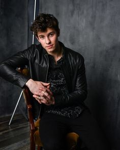 Session 001 - 002 - Shawn Mendes Live! Photo Gallery - Part of Shawn-Mendes.com