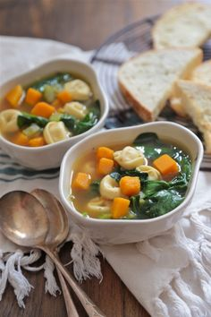 30 Minute Butternut Squash Spinach and Cheese Tortellini Soup - Warm up in a HURRY!! www.countrycleaver.com