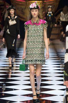 Dolce & Gabbana Fall 2016 Ready-to-Wear Fashion Show - Julie Hoomans
