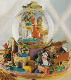 Disney Snowglobes Collectors Guide: Aristocats