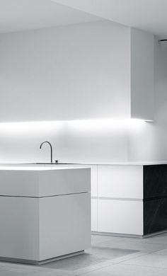 minimal white kitchen | kitchen . Küche . cuisine | Architekt: Wilfra |