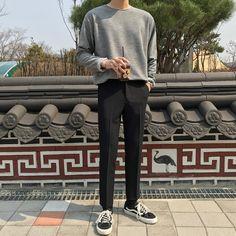 Stylish Mens Outfits, Casual Outfits, Fashion Outfits, Fashion Tips, Korean Fashion Men, Korean Outfits, Mens Clothing Styles, Streetwear Fashion, Ideias Fashion