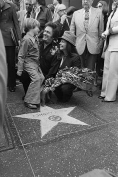 Johnny Cash gets a big laugh from his son John Carter Cash as June looks on during the ceremony where Johnny was presented with a star Honored with a Star on the Hollywood Walk of Fame at 6320 Hollywood Blvd Young Johnny Cash, Johnny Cash June Carter, Johnny And June, Hollywood Walk Of Fame, Hollywood Stars, Johnny Cash American, John Cash, Johnny Cash Museum, Musica Country