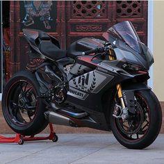 2016 Ducati 1299 Panigale S Neling N° 1 Moto Ducati, Ducati Motorcycles, Moto Bike, Motorcycle Bike, Custom Motorcycles, Classic Motorcycle, Moto Guzzi, Ducati Monster, Vespa Scooter
