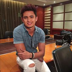 Backstage with before he went onstage for the presscon. Despite having been sick these past days, he mustered the strength and will to be at the event and meet his fans and the press. Movie Talk, James Reid, Nadine Lustre, Jadine, Hot Guys, Handsome, Singer, Filipino, Backstage