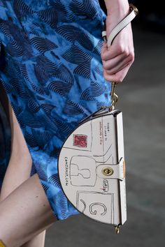 Coach 1941 at New York Fashion Week Fall 2020 - Details Runway Photos Leather Pouch, Leather Purses, Leather Handbags, Leather Bags, Cute Purses, Purses And Bags, Arte Art Deco, How To Make Purses, Cute Wallets