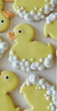 Baby Shower Cookies…those are the cutest cookies I've ever observed! I Baby Shower Cookies … das sind die süßesten Kekse, die ich je gesehen habe ! Duck Cookies, Fancy Cookies, Iced Cookies, Easter Cookies, Royal Icing Cookies, Cookies Et Biscuits, Cupcake Cookies, Birthday Cookies, Duck Cupcakes