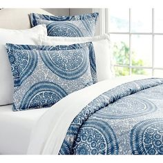 Pottery Barn Nora Medallion Organic Duvet Cover & Sham (€20) ❤ liked on Polyvore featuring home, bed & bath, bedding, medallion sham, medallion bedding, oversized bedding, pottery barn bedding and organic bed linens