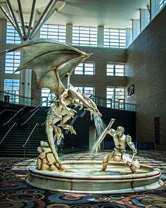 Фонтан работы мастерской Adonis Bronze. Сделан для фэнтези–кона, прошедшего в 2014 году в американском Солт–Лейк–Сити. Видео.
