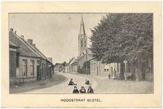 Hoogstraat 319, met rechts achter de bomen café Den Hemel. Op de achtergrond de RK Lambertuskerk op nr. 229