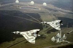 Vulcan & flying over the Ballistic Missile Early Warning System at RAF Fylingdales. Military Jets, Military Aircraft, Military Weapons, Vickers Valiant, Drones, V Force, British Aerospace, Avro Vulcan, Jet Plane