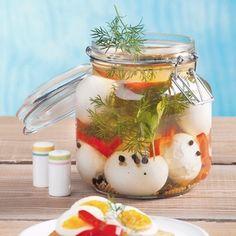 Recept: Nakládaná vejce v pikantním nálevu | iGurmet.cz Pudding, Jar, Desserts, Food, Image, Decor, Tailgate Desserts, Deserts, Decoration