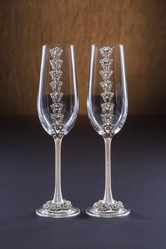Clear Wedding Glasses with Cristals and Cake Server Set Christmas Glasses Winter Glasses Champagne Flutes Glasses Toasting Silver Flutes Champaign Glasses, Wedding Wine Glasses, Diy Wine Glasses, Decorated Wine Glasses, Wedding Champagne Flutes, Flute Glasses, Christmas Glasses, Wine Glass Crafts, Bridal Musings