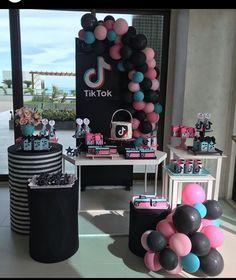 13th Birthday Party Ideas For Girls, Sleepover Birthday Parties, 14th Birthday, Birthday Party Decorations, Dance Party Birthday, Cool Birthday Cakes, Teenage Parties, Tik Tok, Cake Ideas