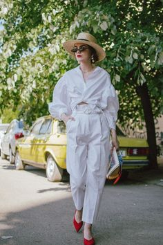 65 trendy how to wear hats in summer shirts White Trousers, Trouser Pants, Trousers High Waisted, White Jeans, Fashion Week, Look Fashion, Fashion Bloggers, Fall Fashion, Fashion Brands