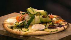 Holms Vegi Pizza er en lækker opskrift fra Go' appetit med Claus Holm, se flere pizza på mad.tv2.dk