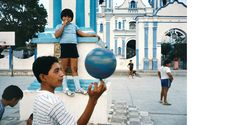Cartier-Bresson a Question of Colour at Somerset House Alex Webb, Tehuantepec, Mexico, 1985. Courtesy the artist and Magnum Photos