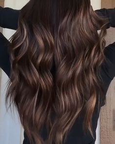 Brunette Balayage Hair Discover Brown Hair If everything around you seems gray and gloomy this does not mean that your hair should look the same. Hair Color Ideas For Brunettes Balayage, Brown Hair Balayage, Bronde Balayage, Highlights For Brunettes, Brown Balyage, Brunette Ombre Balayage, Balayage Hair Brunette Caramel, Best Brunette Hair Color, Brunette Hair Color With Highlights