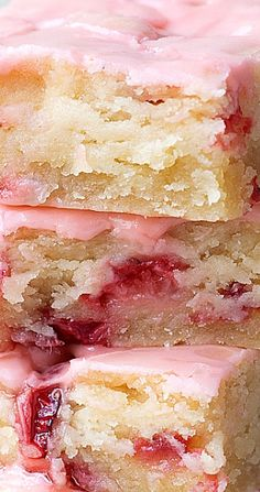 Strawberry Lemon Blondies - Best Recipes to Try at Home - Desserts - Dessert Recipes Tiramisu Dessert, Dessert Bars, Easy Desserts, Delicious Desserts, Yummy Food, Fast Dessert Recipes, Food Cakes, Cupcake Cakes, Cupcakes