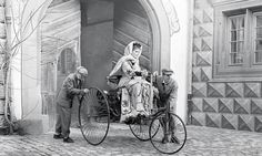 German automotive pioneer Bertha Benz driving the Benz Patent-Motorwagen in She was the business partner and wife of automobile inventor Karl Benz. In she was the first person to drive a long distance journey in an automobile. Old Pictures, Old Photos, Vintage Photos, Vintage Pins, Rare Photos, Mercedes Amg, Bertha Benz, Benz Patent Motorwagen, Carl Benz