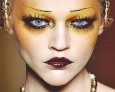 Christian Dior Fall 2009 RTW ***gorgeous colours and love the contrast between the dark lips and yellow eyeshadow *** Runway Makeup, Dior Makeup, Makeup Art, Beauty Makeup, 1920s Makeup, Sfx Makeup, Eyeshadow Makeup, Galliano Dior, John Galliano