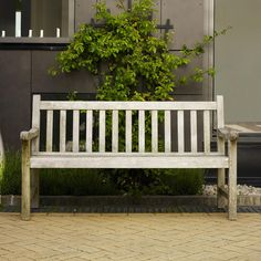 Skagerak's England has a classic design resembling old British park benches. Made of solid teak wood, England bench suits any patio or garden, and its golden tone develops a beautiful patina over time. Outdoor Seating, Outdoor Chairs, Outdoor Decor, Outdoor Balcony, Design Shop, Garden Furniture, Outdoor Furniture, Furniture Design, Porch Swing