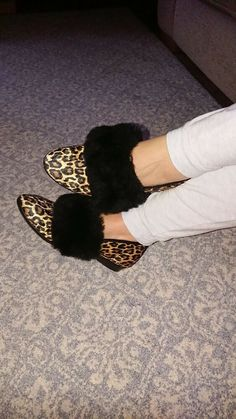 Vintage retro fluffy half collar slippers Furs, 70s Fashion, Retro Vintage, Slippers, Sexy, Style, Cute Flip Flops, Slipper, Sneakers