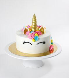 Unicorn Cake Wir lieben Einhörner <3  Wir lieben es mit den leuchtenden Farben von AmeriColor, dem brillanten Gold und Diamant-Staub von Rolkem zu arbeiten <3 Unicorne Cake, Birthday Cake, Desserts, Gold, Wedding Pie Table, Dessert Ideas, Cakes, Colors, Tailgate Desserts