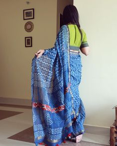 LAUNCHED . . Indigo kota embroidered saris . . www.hathkargha.in #hathkargha #handloom #handwoven #handcraft #handblockprint #indigo #sari… Cotton Saree Blouse Designs, Fancy Blouse Designs, Blouse Patterns, Trendy Sarees, Stylish Sarees, Indigo Saree, Stylish Blouse Design, Saree Look, Elegant Saree