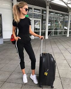 Travel Outfit Winter Leggings Chic 49 New Ideas Airport Travel Outfits, Winter Travel Outfit, Summer Travel, Airport Clothes, Traveling Outfits, Travel Attire, Airport Fashion, Legging Outfits, Athleisure Outfits