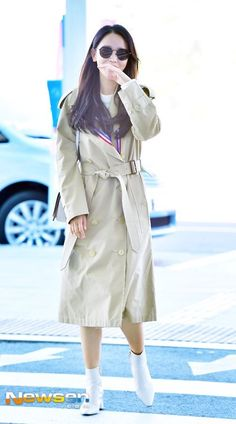 Korean Airport Fashion, Ootds, Korean Actresses, Famous Celebrities, Airport Style, Gorgeous Women, Cool Style, Drama, Outfit Ideas