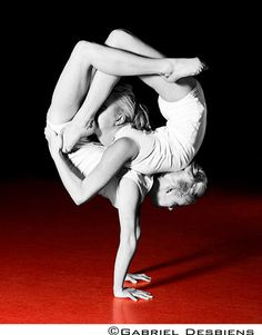 Double contortion | Duo | Contortionists | Circus | Performers | Entertainment Agency | Corporate Entertainment | Agence de Spectacle | Talents Agency