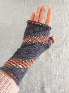 Vanilla & Spice Mitts Knitting pattern by Sarah Shepherd Beginner Knitting Patterns, Loom Knitting, Knitting Projects, Hand Knitting, Knitting Tutorials, Crochet Gloves, Knit Mittens, Crochet Yarn, Crochet Granny