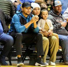 Basketball Jerseys For Sale Key: 3856182443 Stephen Curry Family, The Curry Family, All In The Family, Funny Sports Memes, Sports Humor, Nba Players, Basketball Players, Curry Basketball, Basketball Wall