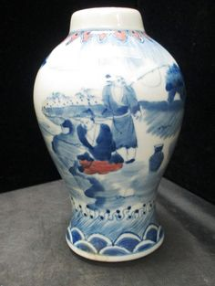 CHINESE PORCELAIN BLUE AND WHITE VASE : Lot 16