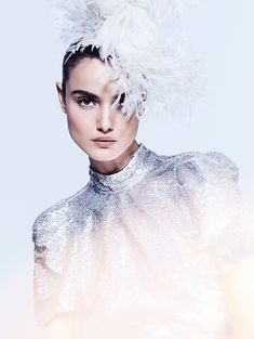 Blanca Padilla shines on the December 23, 2017 cover of Yo Dona Spain. Captured by Sergi Pons (Lighthouse Photographers Agency), the brunette beauty poses