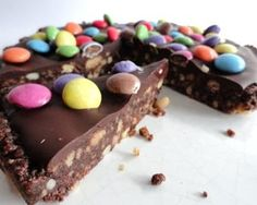 Get the kids to help with this no-cook slice and add smarties for a lovely bright finish in Angela Nilsen& chocolate cake Baking Recipes, Dessert Recipes, Desserts, Dutch Recipes, Baking Ideas, Cake Recipes, Yummy Treats, Sweet Treats, Good Food