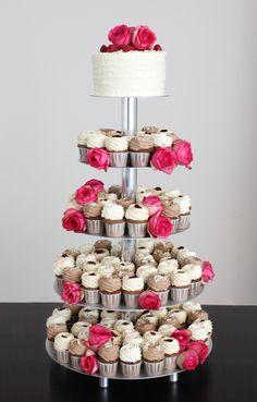 Cupcake-Hochzeitstorte mit Rosen in Pink