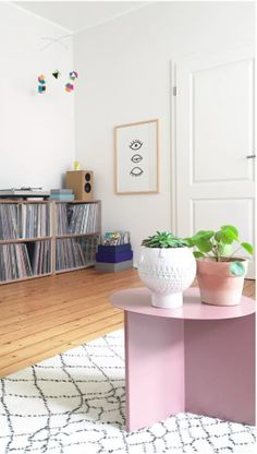 Via Swantje und Frieda | HAY Slit Table | White and Pink