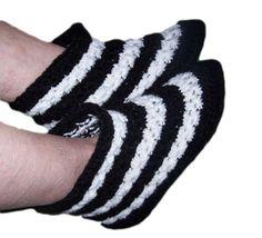 Star Stitch Slipper Boots By Sue - Free Crochet Pattern - (crochetandknitting) Crochet Gloves Pattern, Crochet Slipper Pattern, Crochet Amigurumi Free Patterns, Free Crochet, Knitting Patterns, Easy Crochet Slippers, Crochet Baby Boots, Crochet Shoes, Crochet Cardigan